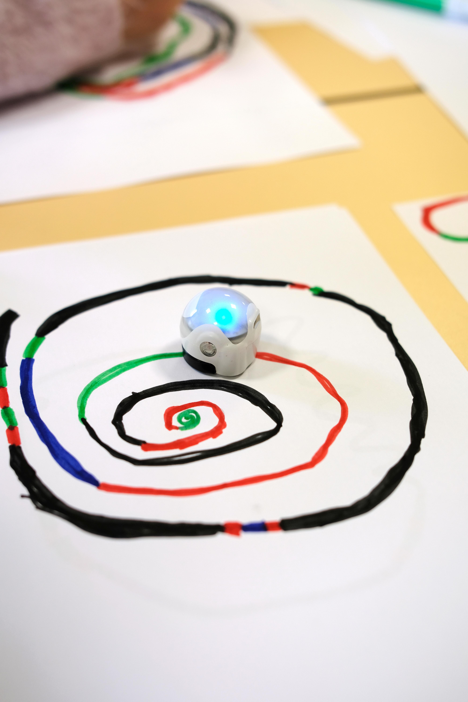 Ateliers: prendre en main les robots Ozobot et NXT
